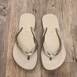 Havaianias flip flops!!! Gold and tan!! Worn once!